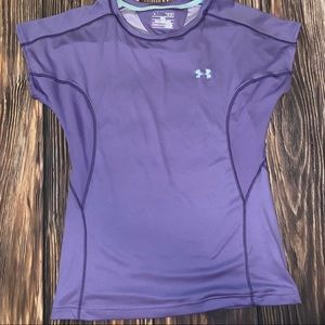 Under Armour fitted top size medium